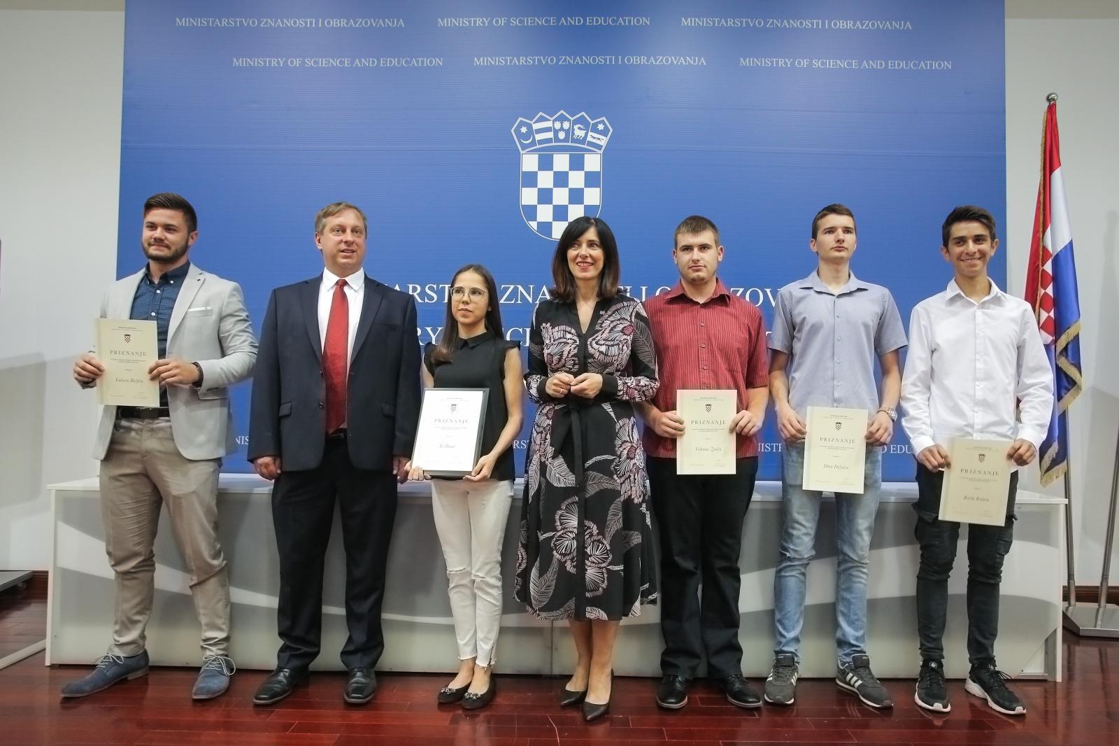 """Iva Barać, dobitnica ovogodišnje Nagrade """"Soljačić"""" za postignut uspjeh na državnoj maturi"""