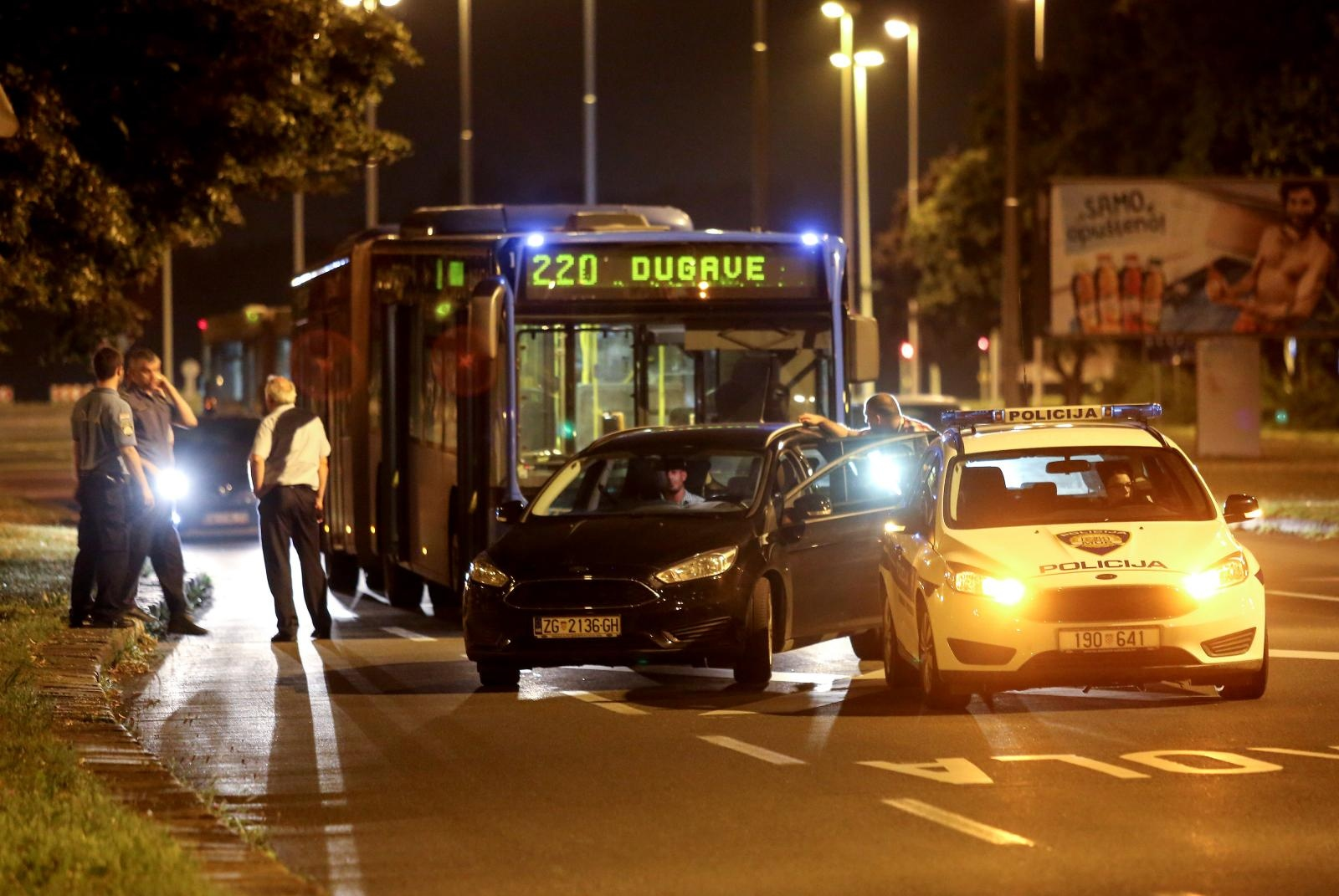 DRAMA U ZET-OVOM AUTOBUSU – Stranac putnicima prijetio nožem