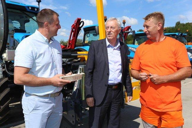 Županijske ceste bogatije za četiri nova radna stroja