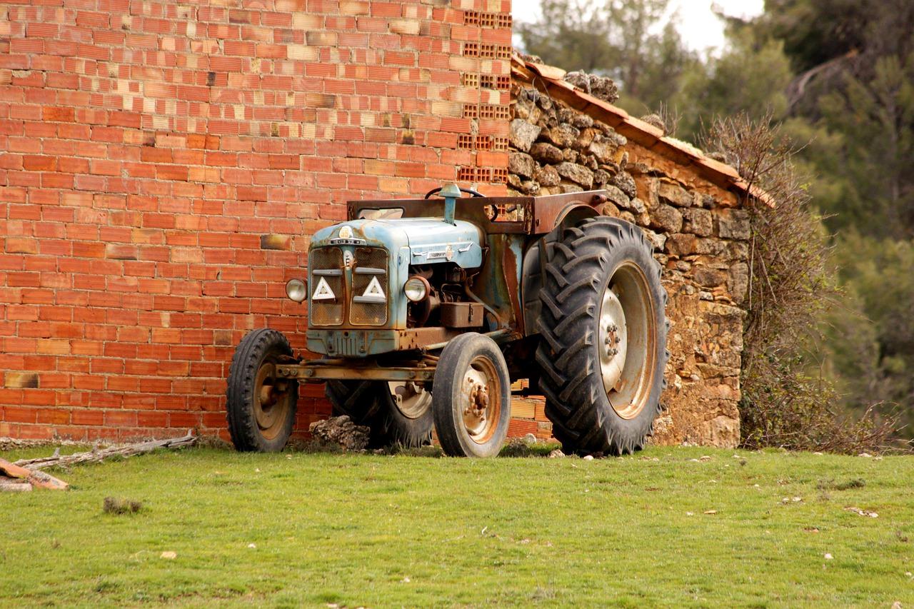 Uslijed prevrtanja traktora u Pokupskom, teško ozlijeđen 40-godišnjak