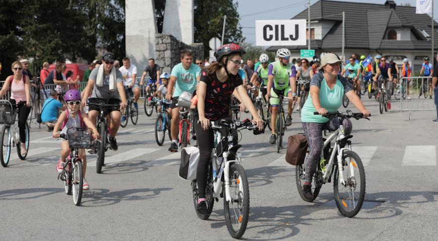 FOTO: Vesele kućanice spremile najbolju kotlovinu, biciklijada okupila 80 natjecatelja