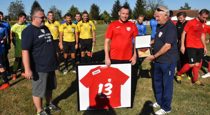 FOTO: Nogometna legenda Banova Zoran Tarandek rekao zbogom seniorskom nogometu