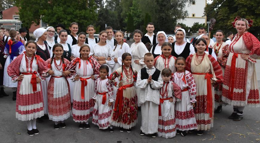 ZAPOČELI DANI OPĆINE RUGVICA – Raspjevani i rasplesani folklorni susreti u Oborovu