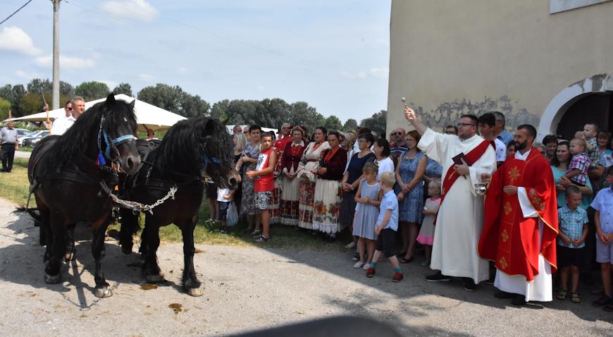 FOTO: Proslava Bartolova ne zamisliva je bez konjskog proštenja