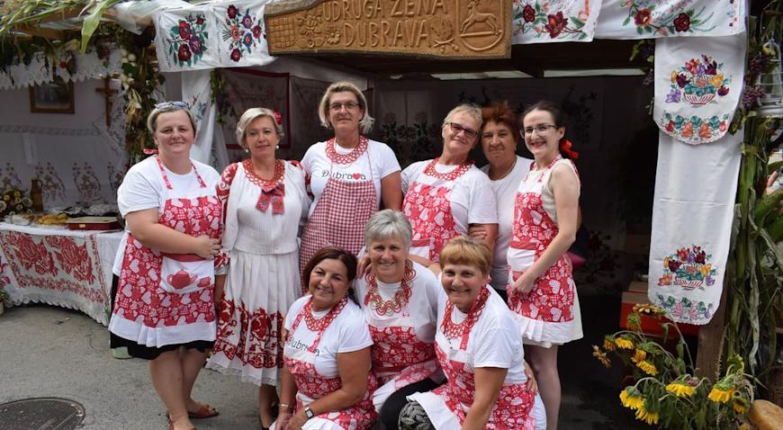 FOTO: I dubravske žene nudile hranu spravljenu po receptu naših baka