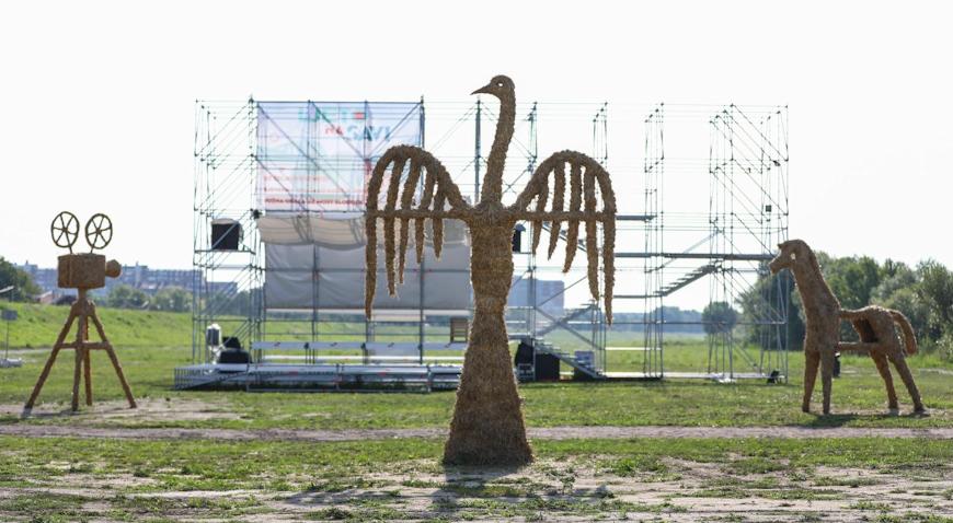 FOTO: Skulpture od slame krase obalu Save