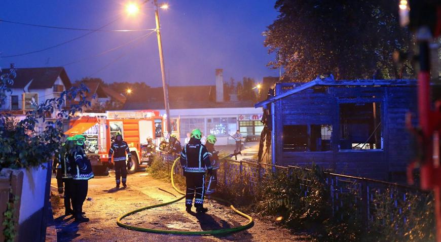 U požaru izgorjela zapuštena drvena kuća