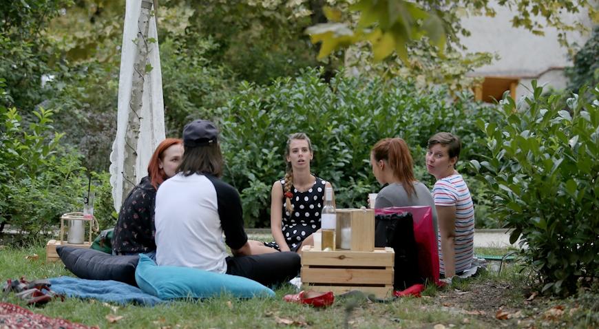 VIDEO: Starogradski ambijent, sretni ljudi i slasne poslatice daju šarm Malom pikniku