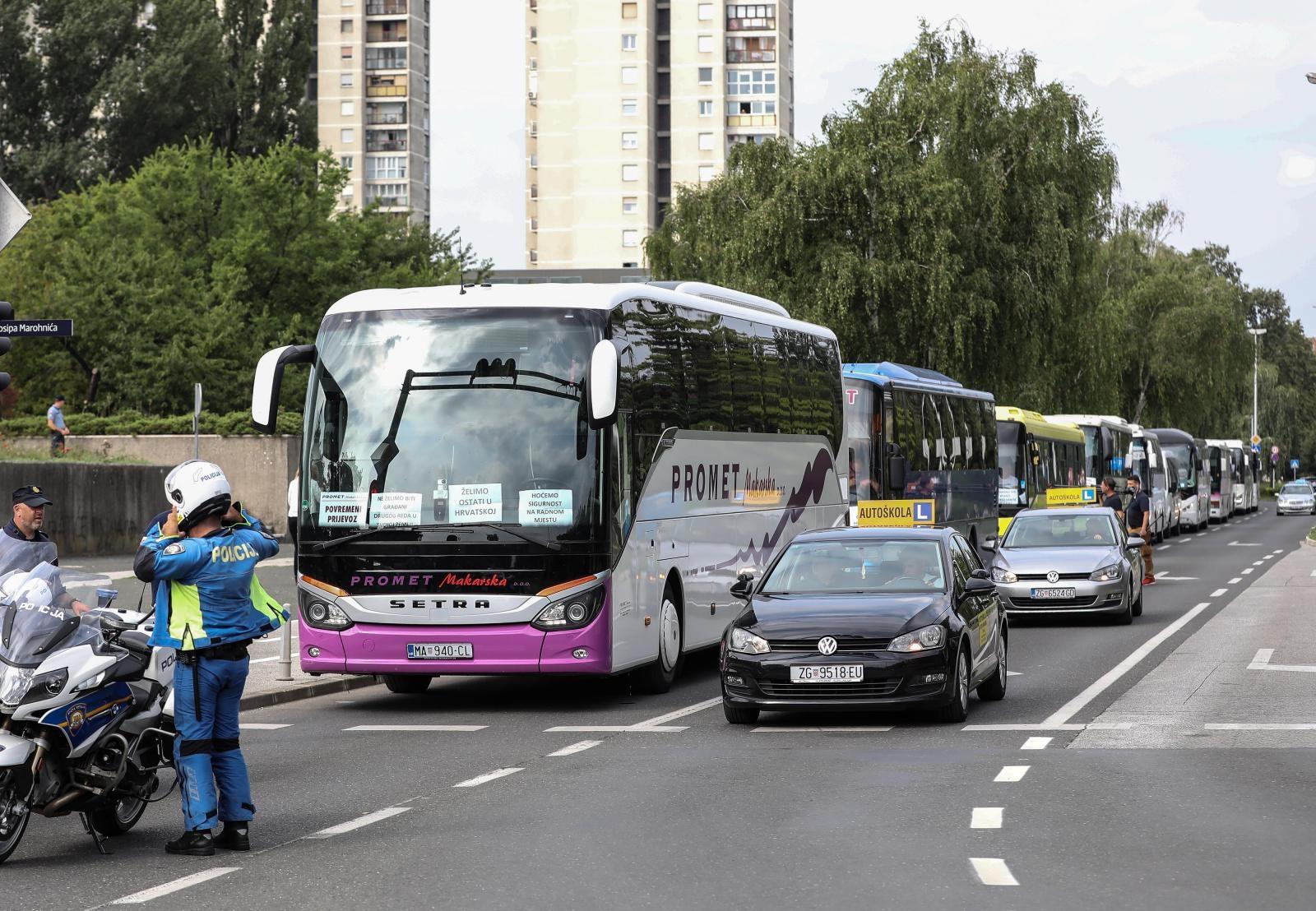 VIDEO: Sindikati vozača ispunili obećanje – obustavili rad i prosvjedovali pred Ministarstvom