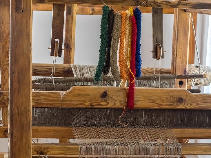 Kako su tkali naši stari, upoznajte na novoj izložbi Udruge Ženske ruke