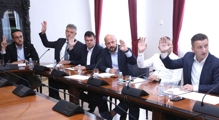 Jednoglasnom odlukom Povjerenstva, Lovri Kuščeviću skinut saborski imunitet