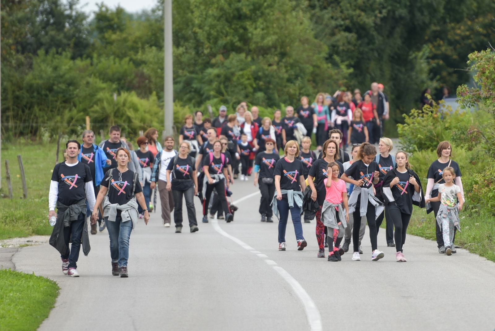 Hrvatski festival hodanja u Lici okupio brojne rekreativce