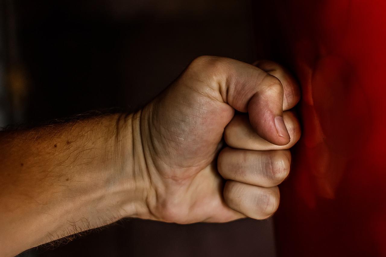 SVAĐA ESKALIRALA U FIZIČKI SUKOB – Teško ozlijeđen 66-godišnjak