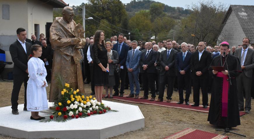 FOTO: Franjo Kuharić stigao u svoj rodni Pribić