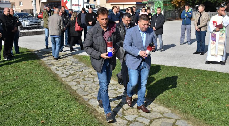 FOTO: U Jalševcu Nartskom položeni vijenci uoči Dana neovisnosti
