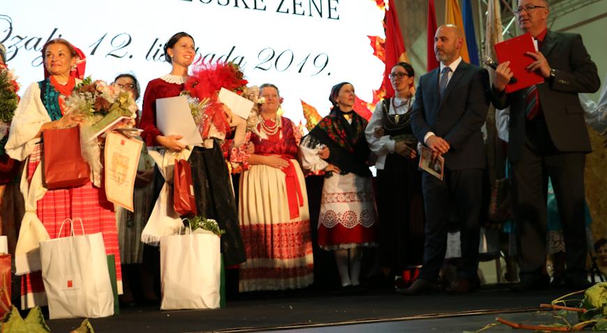 FOTO: Svetlana Batalić Najuzornija seoska žena, Kurilovčanka Snježana Dianežević prva pratilja
