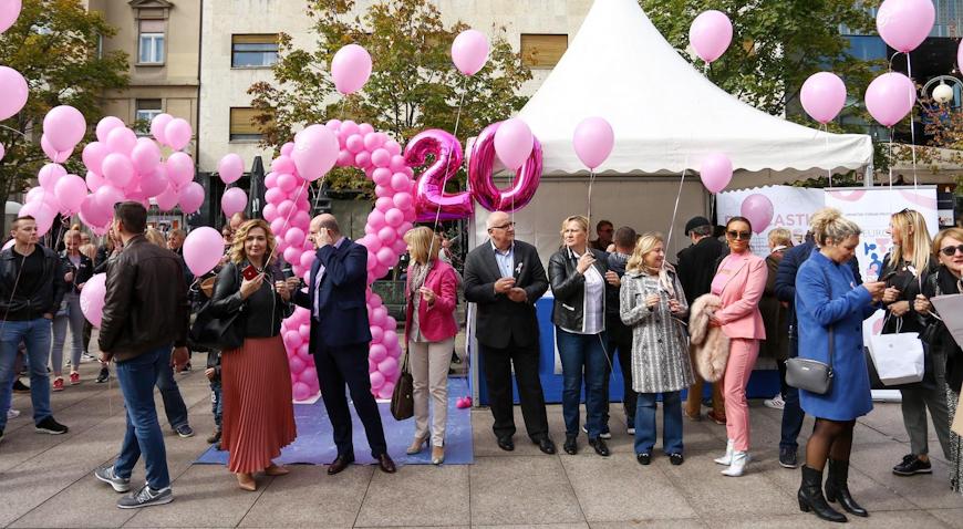 Na Cvjetnom trgu obilježen Dan ružičaste vrpce
