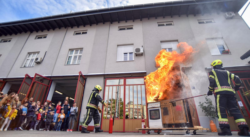 FOTO: Mališani upoznati s radom vatrogasaca