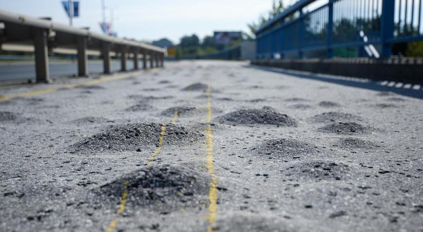 FOTO: Nogostup i biciklistička staza na Domovinskom mostu prepune su kvrga