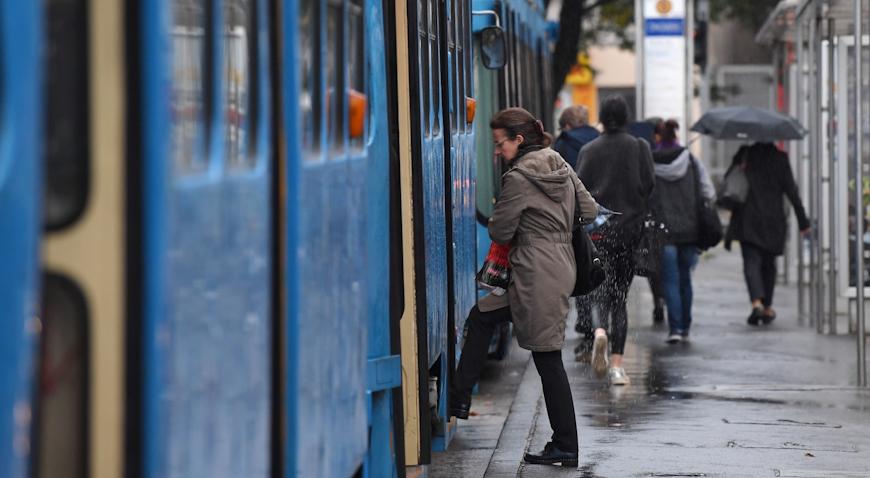 PROMETNA U VUKOVARSKOJ – U naletu tramvaja teško ozlijeđen pješak