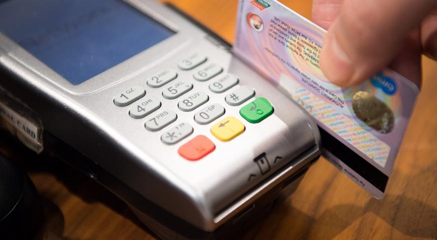 """Uz pomoć """"Jammera"""" provali u automobil i došli do """"love"""" i kreditne kartice"""