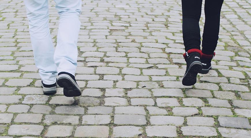 Petorica mladića napali ljubavni par i ukrali im novac