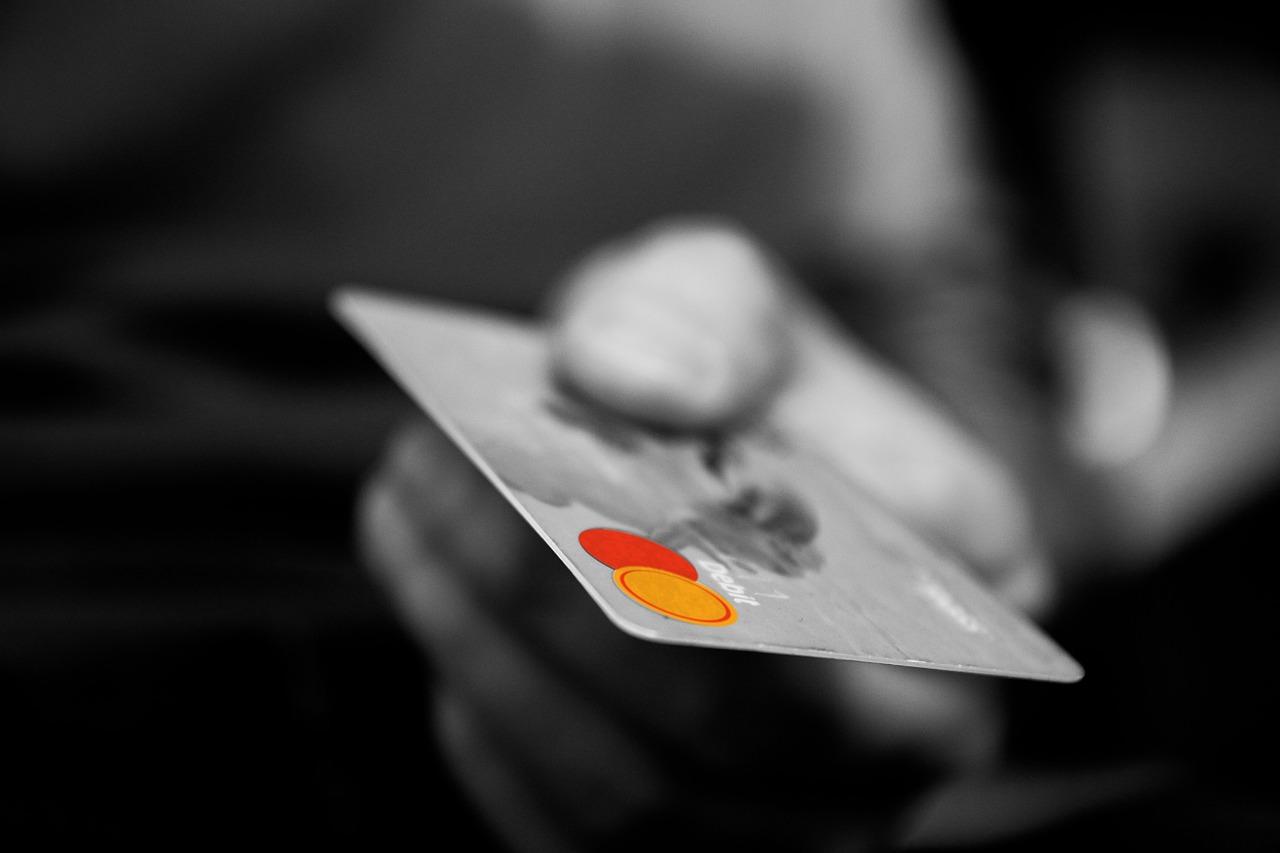 Prodavačica ukrala novčanik s pulta i karticama kupovala razne artikle