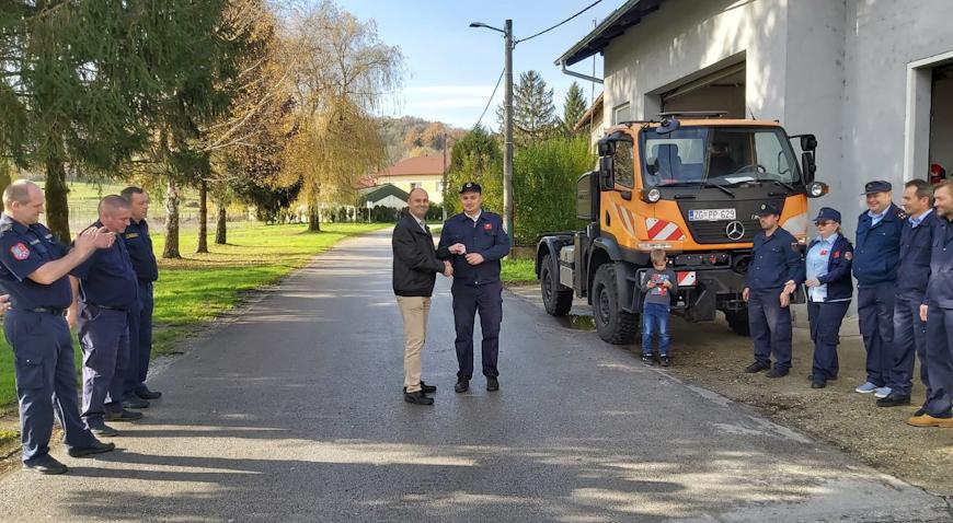 Vatrogasci Paukovca dobili ključeve novog teretnog vozila