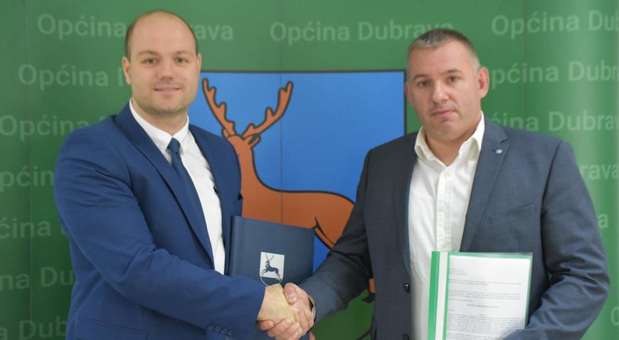 FOTO: U novoizgrađenom Kulturnom centru potpisan ugovor za izgradnju Reciklažnog dvorišta
