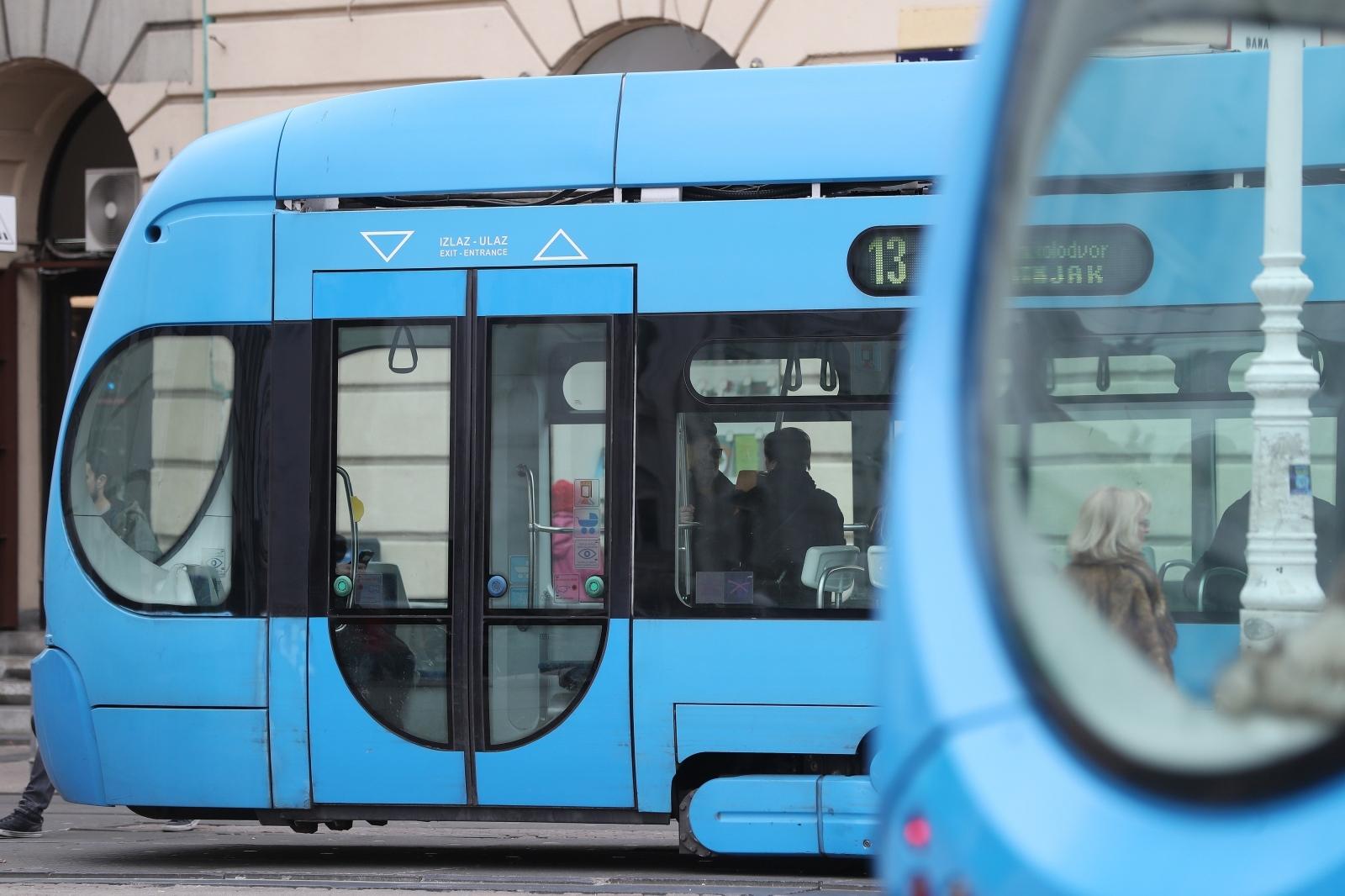 Bugarke u tramvaju krale novčanike i dokumente starijih građana