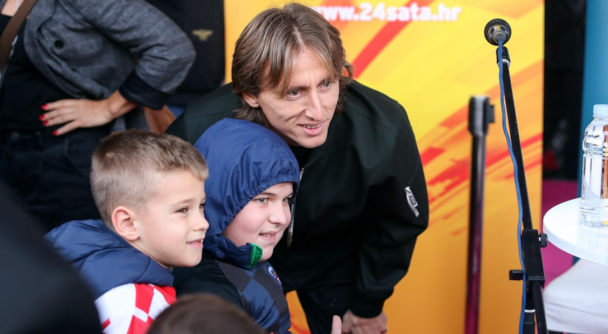 "VIDEO: Luka Modrić na Interliberu predstavio ""Moju igru"""