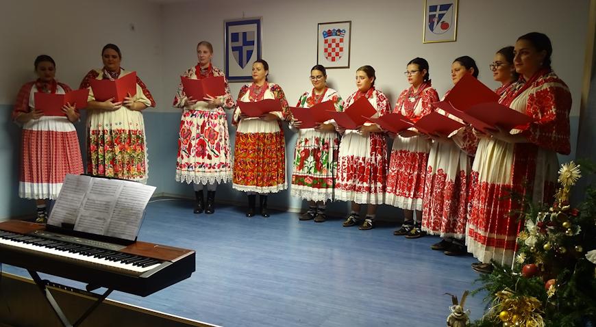 Božićni sajam završio koncertom KUD-a Jablanovec i njihovih gostiju