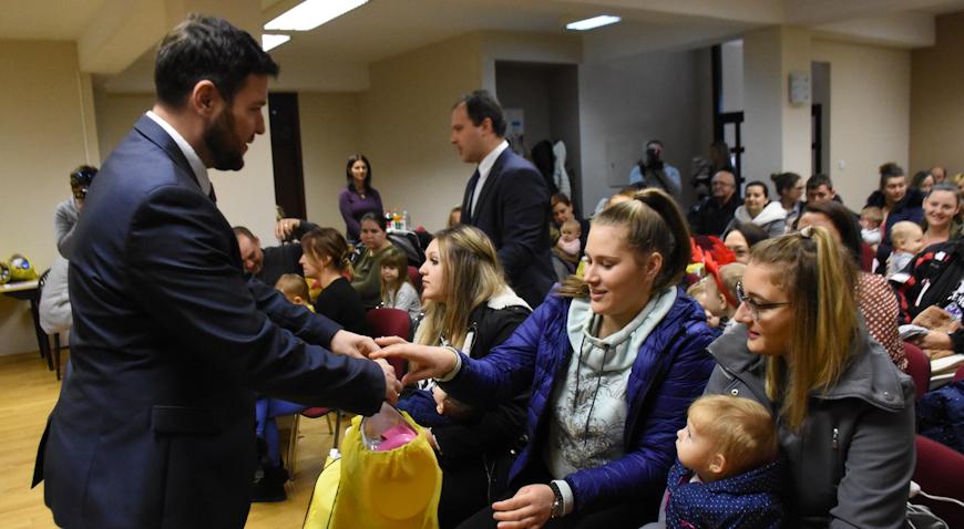 FOTO: Sveti Nikola darivao bebe Općine Križ