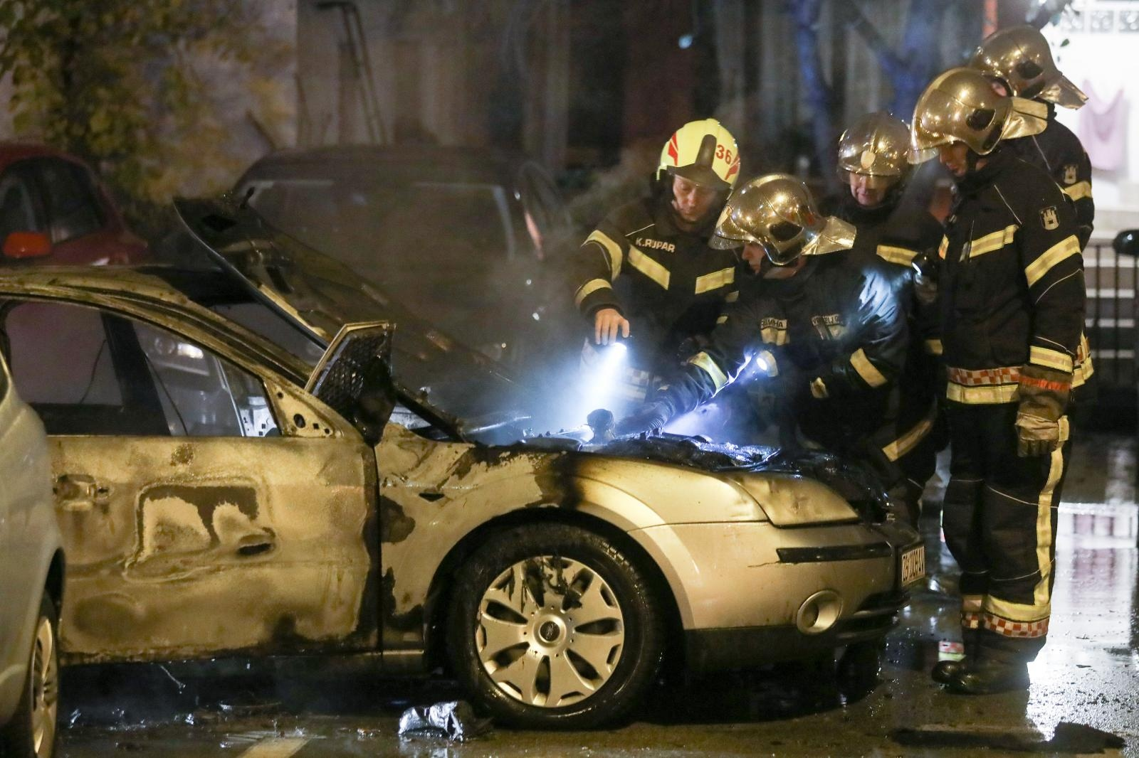 Tijekom vožnje zapalilo se vozilo na Horvaćanskoj cesti