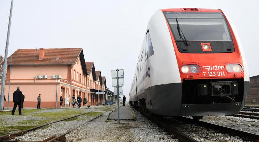 """Teškoće na prvoj promotivnoj vožnji vlaka na novoj pruzi zvanoj """"čežnja"""""""