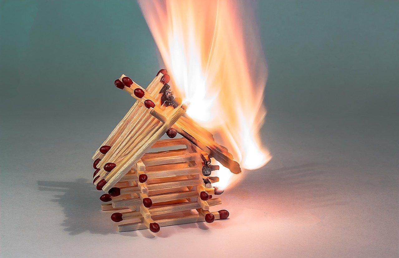 Zbog starih cijevi izbio požar na drvenoj kući u Gucima Draganičkim