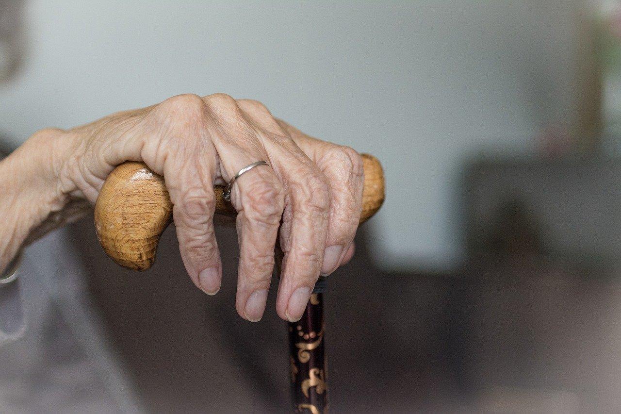 Iznervirana vozačica fizički napala teško pokretnu staricu