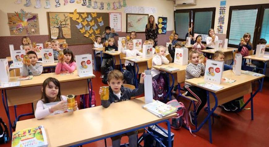 Učenicima prvih razreda podijeljen med