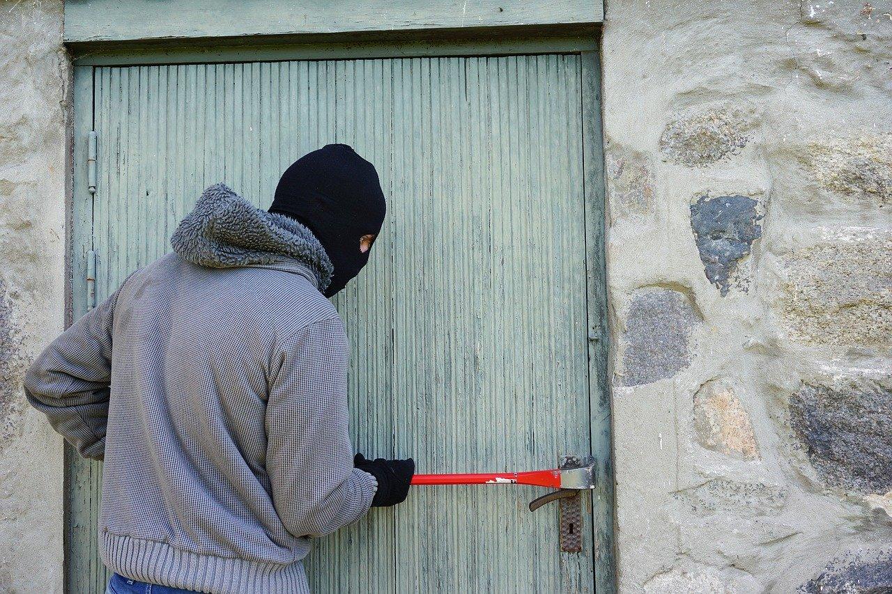 Provalnici haračili kućom na Stražnjičkom putu – u krađi ih zatekao 28-godišnjak