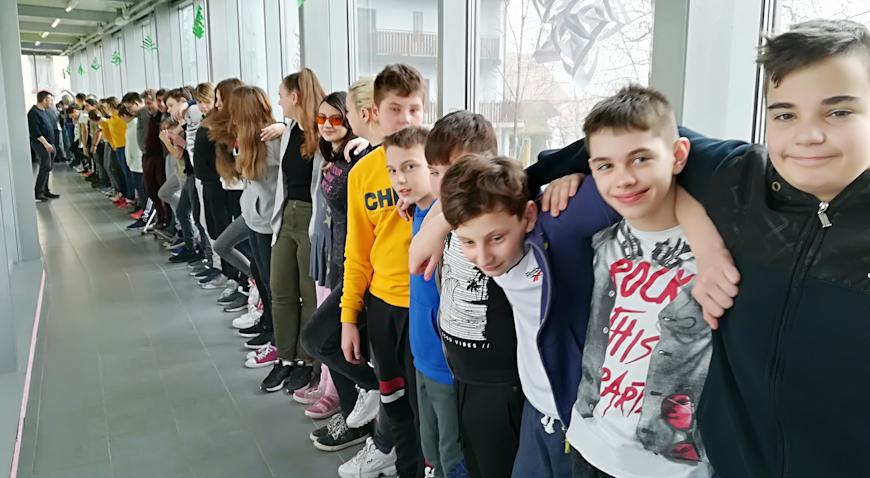 FOTO: Školarci iz Marije Gorice obilježili Međunarodni dan zagrljaja
