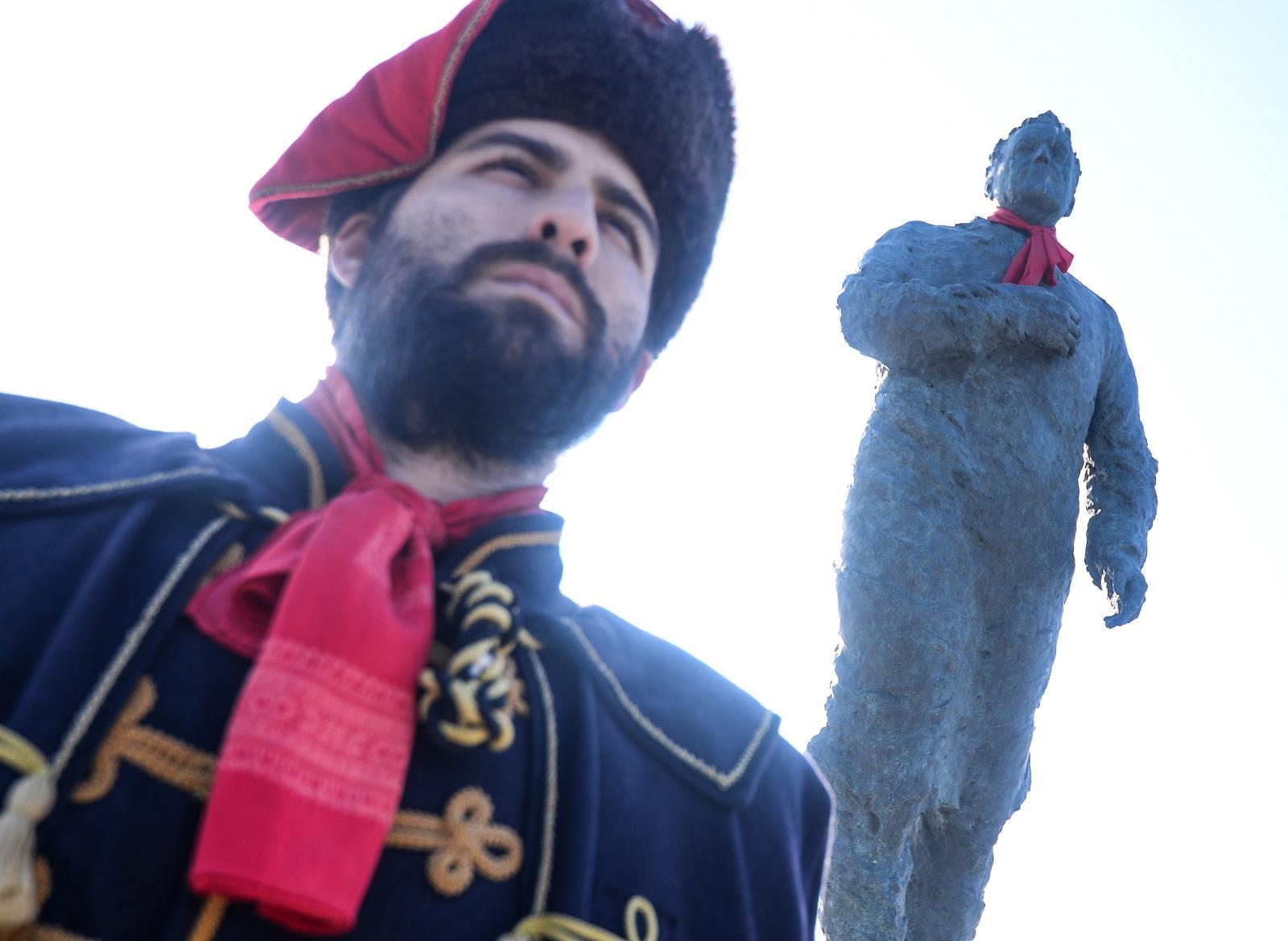Na Dan međunarodnog priznanja RH i spomenik dr. Franje Tuđmana dobio kravatu