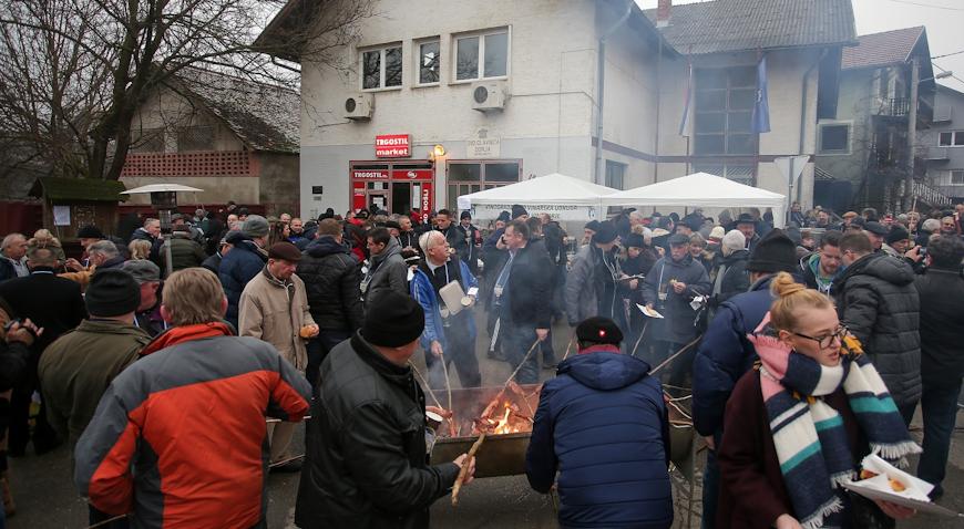 """VIDEO/ VINCEKOVO U GLAVNICI DONJOJ – Zagrebački vinogradari i vinari """"zbudili"""" trsek"""