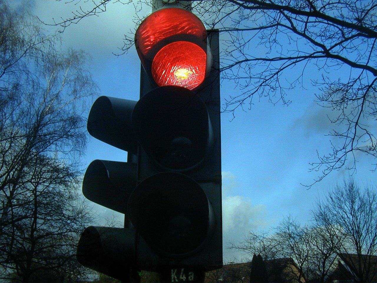 Uletio u raskrižje na crvenom i izazvao prometnu nesreću